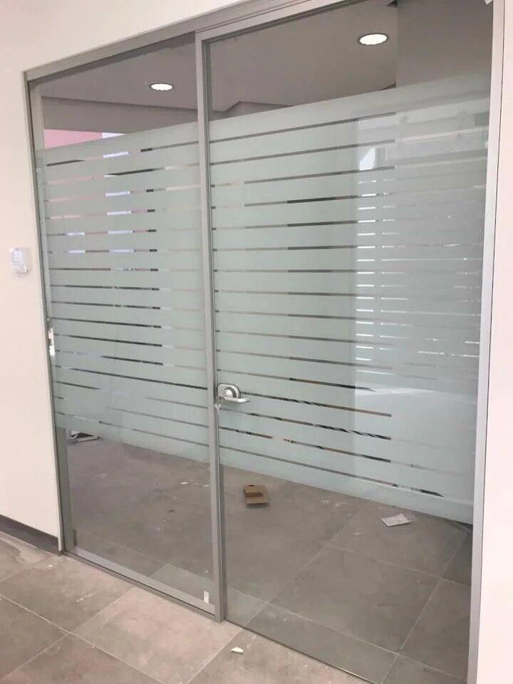 montaggio porte di vetro